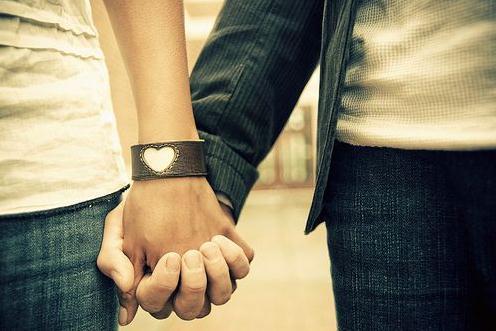 「你是我的!」情侶間一定要經常手牽手的7個原因