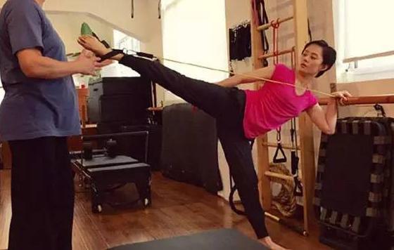 學孫儷練習9式普拉提,14天狂瘦三公斤!!厲害到媽媽50歲竟被認成20歲!
