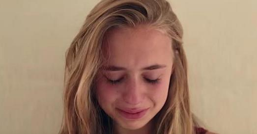 16歲的她終於驚訝發現,爸爸從她還是小孩時,就一直在做什麼!太感人了!