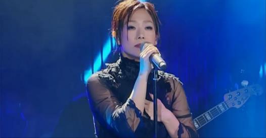 50歲的林憶蓮唱著24年前的愛,當她唱起「這首歌」…所有人都淚崩了!