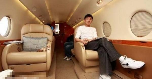 擁有私人飛機的十大明星,李連杰第八,劉德華第二! 第一果然是「她」!