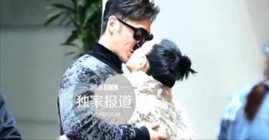 機場照看明星夫妻關係:摟摟抱抱就是恩愛?最後一對告訴你不是!很多明星夫妻都會這樣做!?