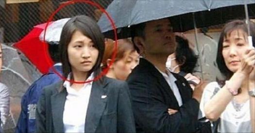揭秘!日本首相安倍貼身「美女保鏢」,西裝裡還藏著...殺人只需「0.2秒」!