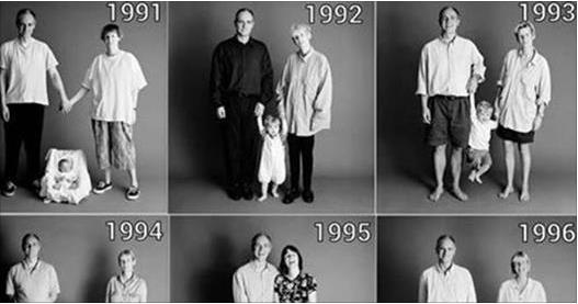 這家人連續25年都拍了全家福,看到最後一張時,讓大家都覺得十分感慨...