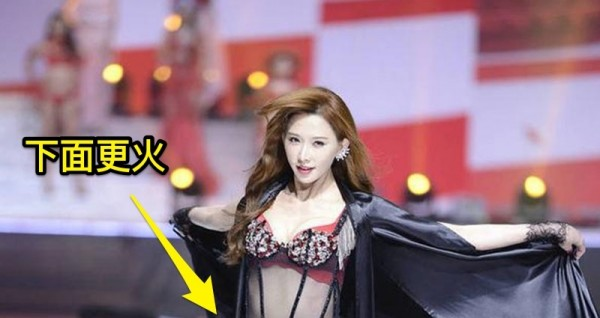 43歲林志玲走舞台秀終於拿出「真本事」,竟直接「穿這樣」出場!台下的男觀眾先呆住,然後鼻血狂噴!