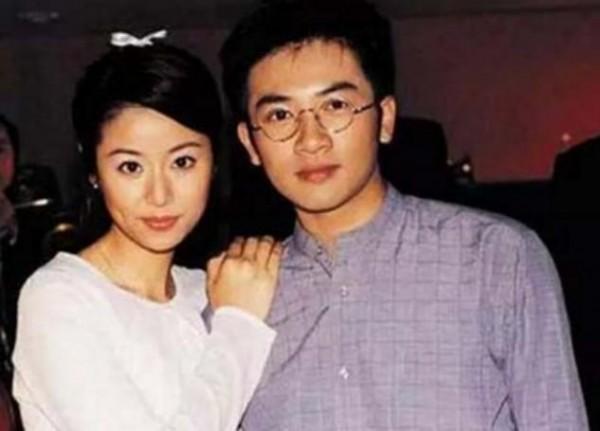 17年前林心如慘遭他拋棄,今57歲還單身,網友:發福認不出