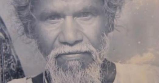 他每天早上都「帶著鐵槌消失在山裡」傍晚才回來,22年後…村民發現他做的壯舉都驚得掉了下巴!