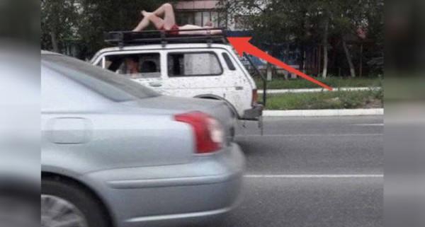 清涼正妹「躺在車頂兜風被抓」,沒想到當警察檢查完「她的身分證」竟然連忙道歉「想怎麼兜就怎麼兜!」