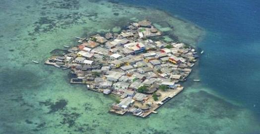 因為「沒有蚊子」,這個島成了全世界最最最擁擠的一個島嶼,人們寧可世世代代擠在一起也不願離開!