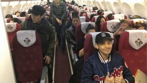43歲林志穎在飛機上被網友拍到,粉絲:真人和相片差距這麼大!
